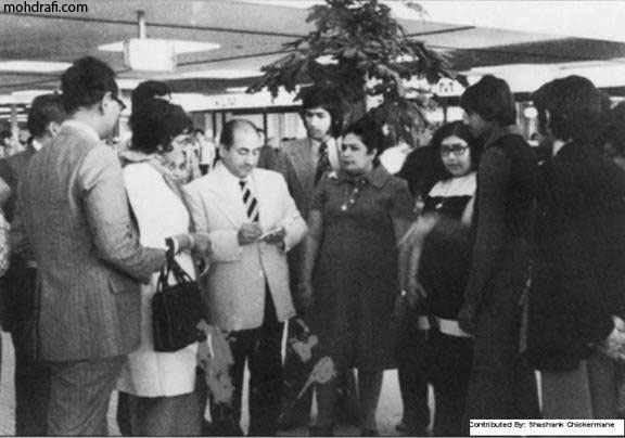 Mohd Rafi with fans