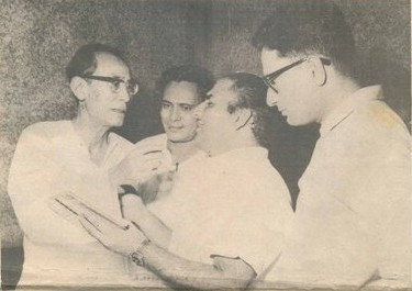 Mohd Rafi with S.D.Burman, Hasrat and Vijay Anand