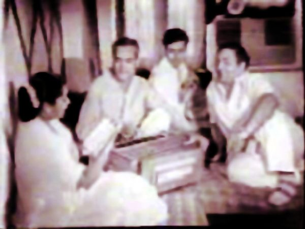 Rafi Sahib during a musical sitting with Asha Bhonsle and O.P.Nayyar