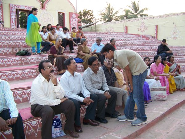 Members of Rafi Foundation, Hyderabad Chapter, enjoying the programme on the steps of Ghumar Jhumar at Dhola-Ri-Dhani