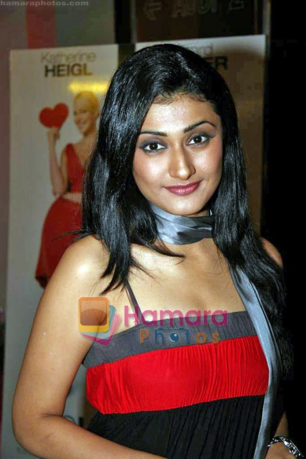 http://www.hamaraphotos.com/albums300/wpw-20090912/normal_Ragini%20Khanna%20at%20the%20Premiere%20of%20Aamras%20in%20PVR%20on%2011th%20Sep%202009%20%2829%29.JPG