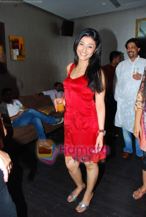 http://www.hamaraphotos.com/albums300/wpw-20091205/normal_Ragini%20Khanna%20at%20Tony%20and%20Deeya%20Singh_s%20bash%20for%20serial%20Choti%20Bahu%20in%20D%20Ultimate%20Club%20on%204th%20Dec%202009%20%288%29.JPG