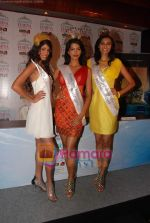 Manasvi Mamgai, Nicole Faria, Neha Hingre at Pantaloons Femina Miss India World 2010 Press Conference in Mumbai on 3rd May 2010 (26).JPG