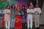 Roop Kumar Rathod, Sonali Rathod, Jagjit Singh, Manesha Agarwal at the launch of Manesha Agarwal_s album Padaro Mhare Dess.. in Parel on 2ns May 2011 (5).JPG