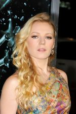 Emma Bell attends the FINAL DESTINATION 5 Hollywood Premiere at the Grauman_s Chinese Theatre on 10th August 2011 (4).jpg