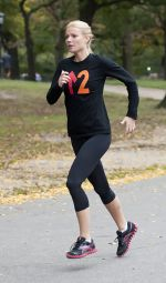 Gwyneth Paltrow at the Filming of _Thanks for Sharing_ in Central Park in New York City on October 11, 2011 (7).jpg