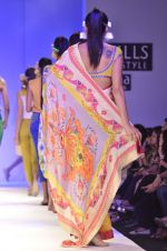 Model walk the ramp for Nida Mahmood Show at Wills Lifestyle India Fashion Week 2012 day 5 on 10th Oct 2012 (109).JPG