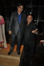 Vashu Bhagnani at Shatrughan Sinha_s dinner for doctors of Ambani hospital who helped him recover on 16th Dec 2012(160).JPG