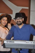 Sunidhi Chauhan with her husband Hitesh Sonik  at the recording of Amol Gupte_s music video in Mumbai on 16th feb 2014 (76)_5301a67144249.JPG