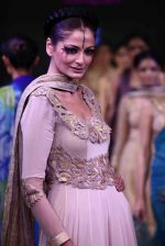 Model walk the ramp for Mona Pali at Bengal Fashion Week on 23rd Feb 2014 (30)_530c9f26cd7e5.jpg