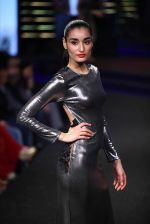 Model walks for Namrata Joshipura at Blenders Pride Fashion Show Kolkata on 14th Dec 2014 (98)_548ed2cad3758.jpg