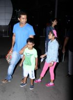 Suriya, Jyothika snapped at domestic airport in Mumbai on 2nd July 2015 (30)_559633a1e44d0.JPG