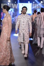 Model walk the ramp for Mayyur Girrotra Show on day 2 of Gionee India Beach Fashion Week on 30th Oct 2015 (73)_5635d1f3327f4.JPG