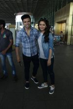 Asha Negi, Rithvik Dhanjani snapped at airport on 17th March 2016 (61)_56ebe9c15d604.JPG