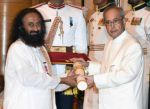 Sri Sri Ravi Shankar recieving Padam Shri award from President Pranab Mukherjee on 28th March 2016 (10)_56fa73905a60c.jpg