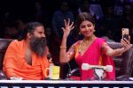 Shilpa Shetty, Baba Ramdev Yog Guru on the sets of Super Dancer Chapter 2 on 11th Dec 2017 (443)_5a2f63b0eb7c9.JPG
