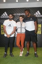 Rohit Sharma, Kieron Pollard and Saiyami Kher at the Launch of AlphaBounce Beyond in Highstreet Phoenix in lower parel, Mumbai on 9th April 2018 (18)_5acc59685aec3.JPG
