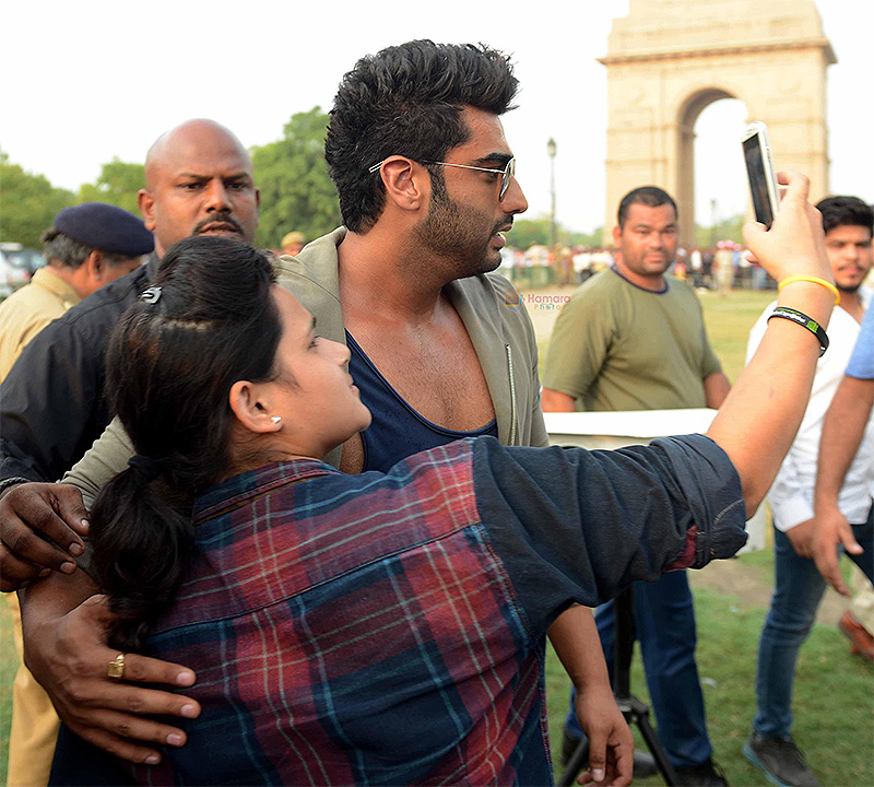 Arjun Kapoor taking selfie with fan at Road Safety Awareness Campaign in India Gate, New Delhi on 28th June 2016