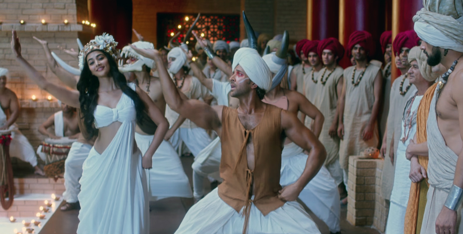 Hrithik Roshan, Pooja Hegde in Tu Hai Video Song Still from Mohenjo Daro Movie (3)