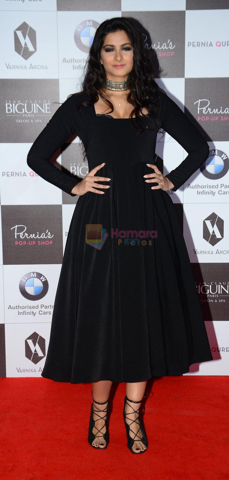 Rhea Kapoor on the red carpet for Perina Qureshi's show on 9th Jne 2016